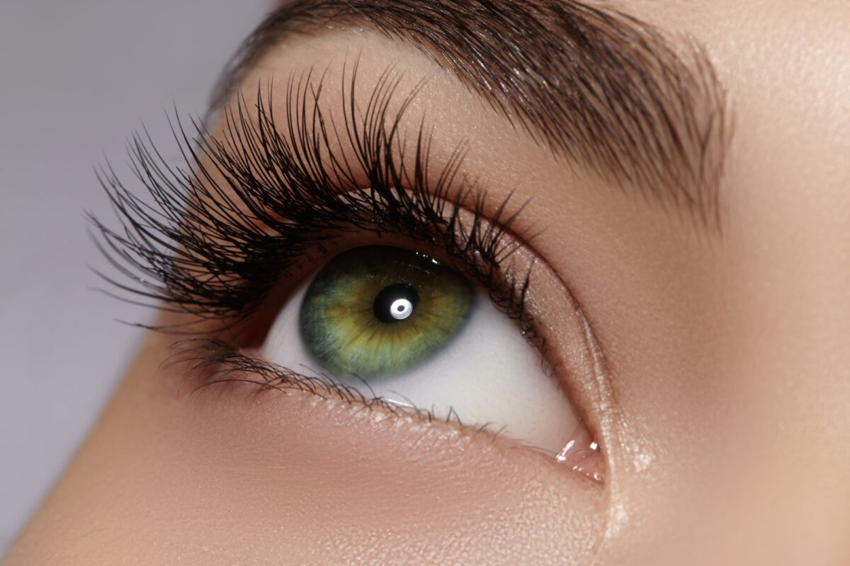 Pleje af eyelash extensions